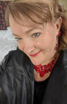 pop of red necklace